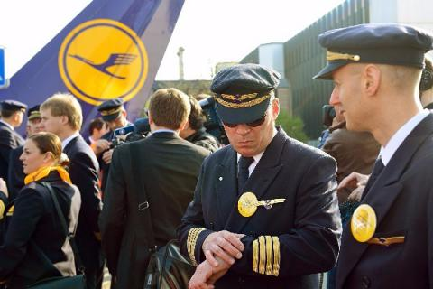 Lufthansa cancels a third of its Wednesday flights because of pilots' strike