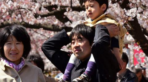 Japan births drop below 1 million for first time