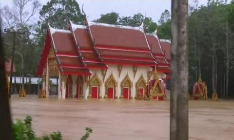 Severe flooding in southern Thailand killed 25, stranded thousands (VIDEO)