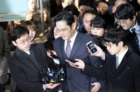 Samsung chief questioned in arrest warrant hearing