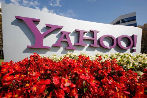 Yahoo postpones Verizon deal