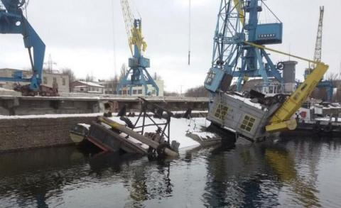 300 tons of fuel oil spilled in Dnieper River from sunken barge
