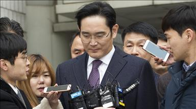 South Korean prosecutors interrogate Samsung chief second time amid Park's scandal case