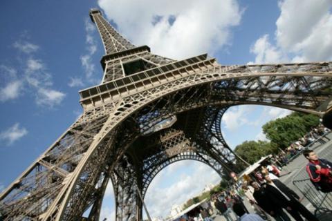 Paris to build barrier around Eiffel Tower