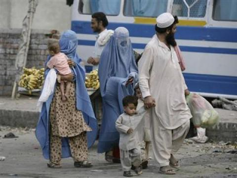 Pakistan expelling Afghan refugees back to war, poverty - Human Rights Watch