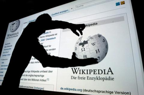 Wikipedia readers get shortchanged by copyrighted material