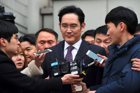 South Korea prosecutors expand charges against Samsung chief