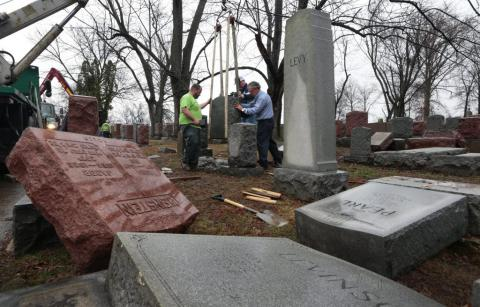 U.S. Muslim comminity raised money to repair Jewish cemetery