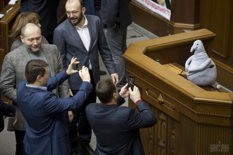 Homunculus Loxodontus appears in session hall of Ukraine's parliament (PHOTOS)