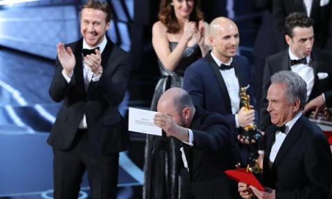 "Craziest Oscar moment in history: After ""La La Land"" initially announced as winner, ""Moonlight"" wins best picture award"