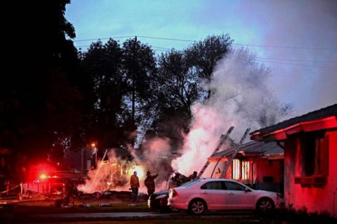 Plane crashes in 2 homes, kills 3, injures 2 in California, US (Video of crash moment)