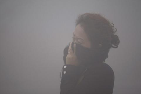 Lawyers sue Chinese authorities for not getting rid of smog
