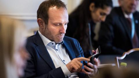 Goodbye smartphone: Danish MPs won't take gadgets on Russian trip
