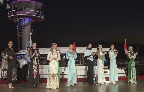 Yachts, Fashion Show, and Pro-Am: incredible allure of dancing on Dnieper River banks (VIDEO)
