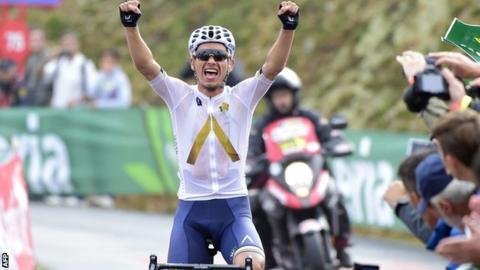 Vuelta a Espana: Chris Froome has lead cut as Stefan Denifl wins stage 17