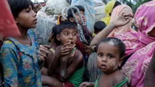 Rohingya crisis: UN aid call as '290,000 flee' Myanmar