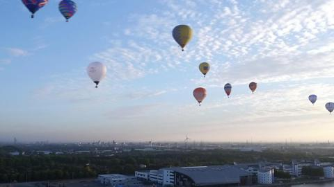 Balloons fill London skyline for Lord Mayor's Appeal