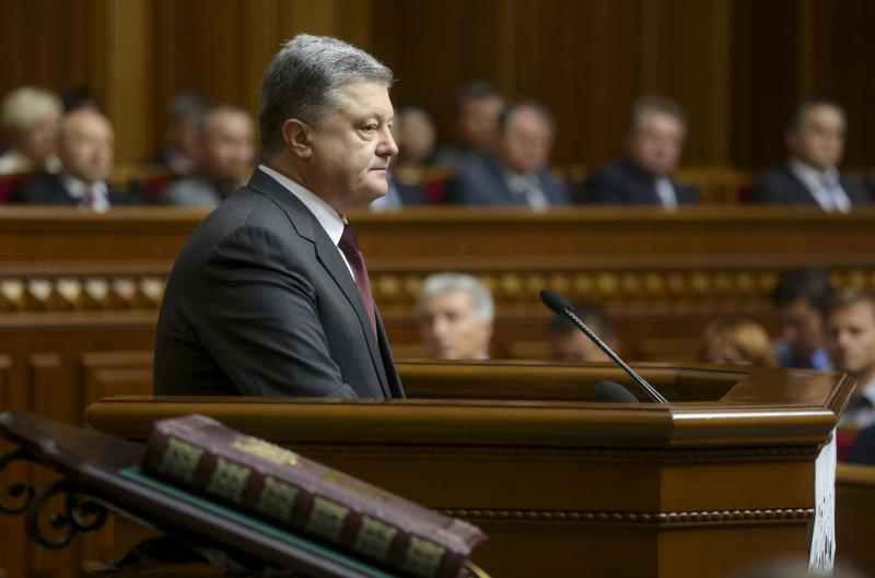 Poroshenko holds his speech in parliament